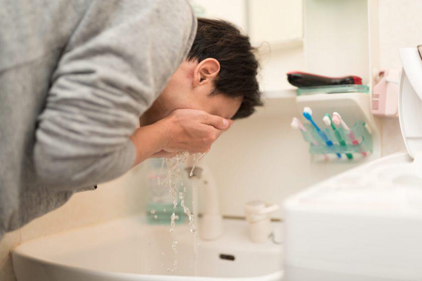 毎日スキンケアをしている男性は28.8%!使用アイテムは洗顔料がトップ