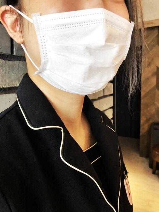 ゼルモのスタッフのマスク着用